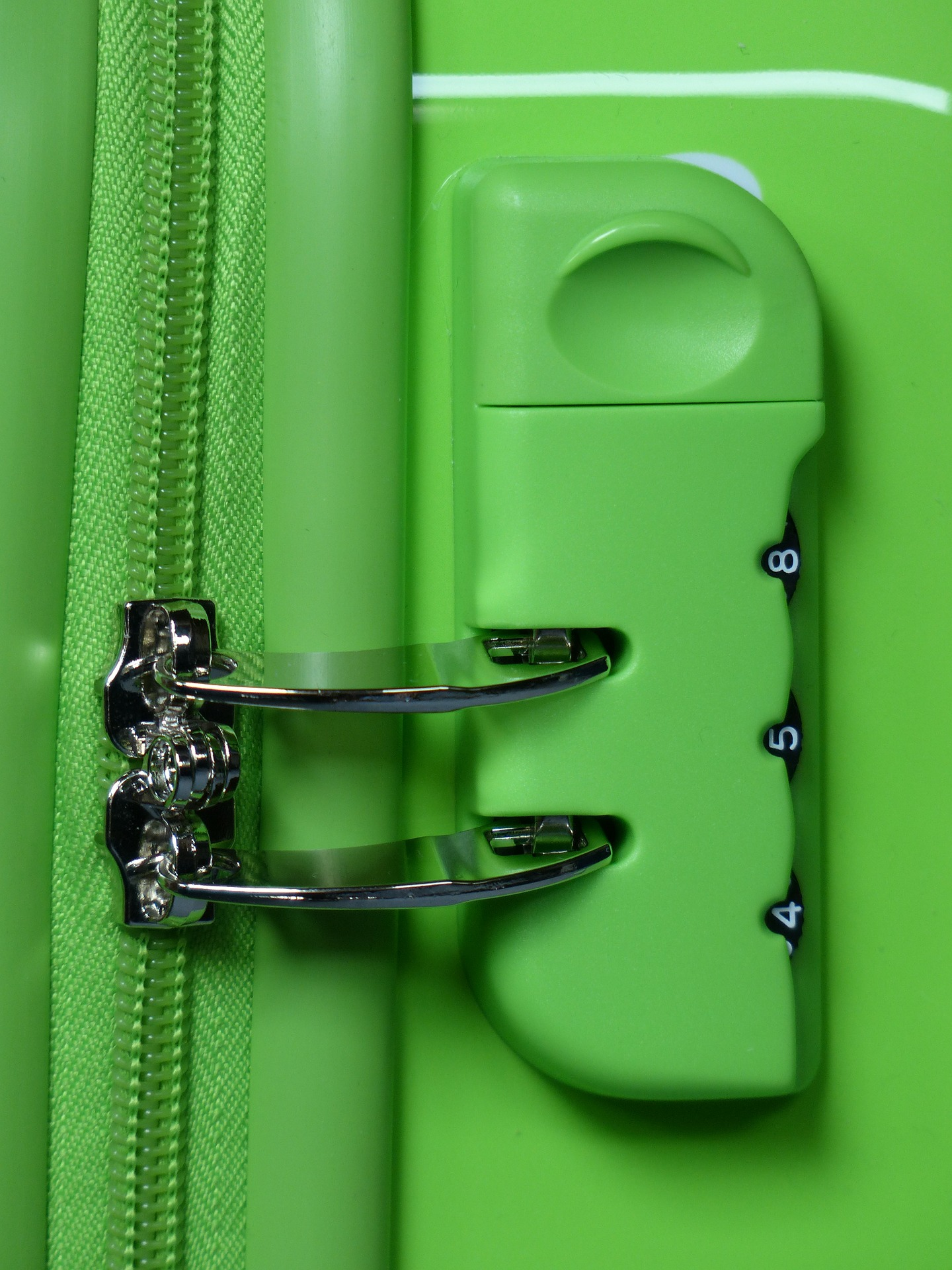 Fixed-Locking-System-For-Luggage-1