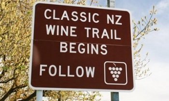 Classic-New-Zealand-Wine-Trail-Sign