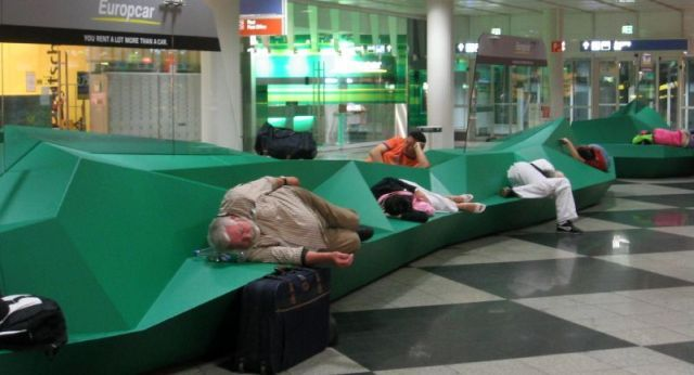 Hard-Seating-Airport