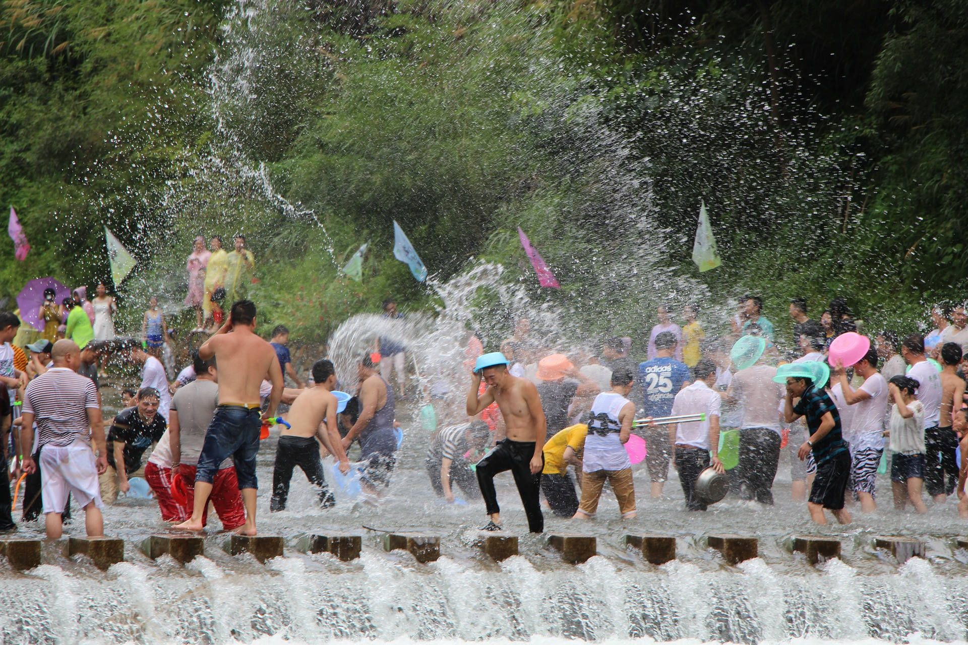 water-fight-989540_1920